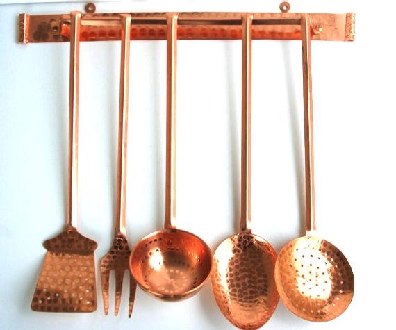 Serie di 5 mestoli in rame da cucina con supporto | Arterameferro ...